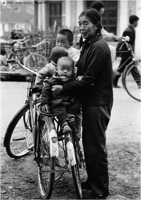 Yunnan - Une mamie, deux vélos, trois bambins